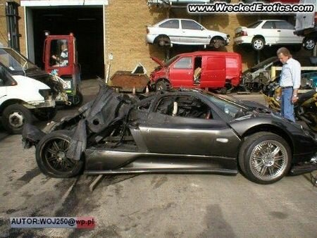 Pagani Zonda F crashed